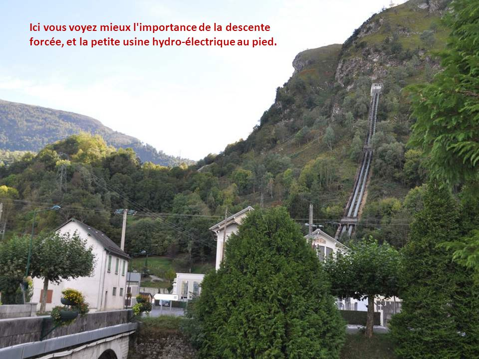 Ici vous voyez mieux l importance de la descente forcée, et la petite usine hydro-électrique au pied.