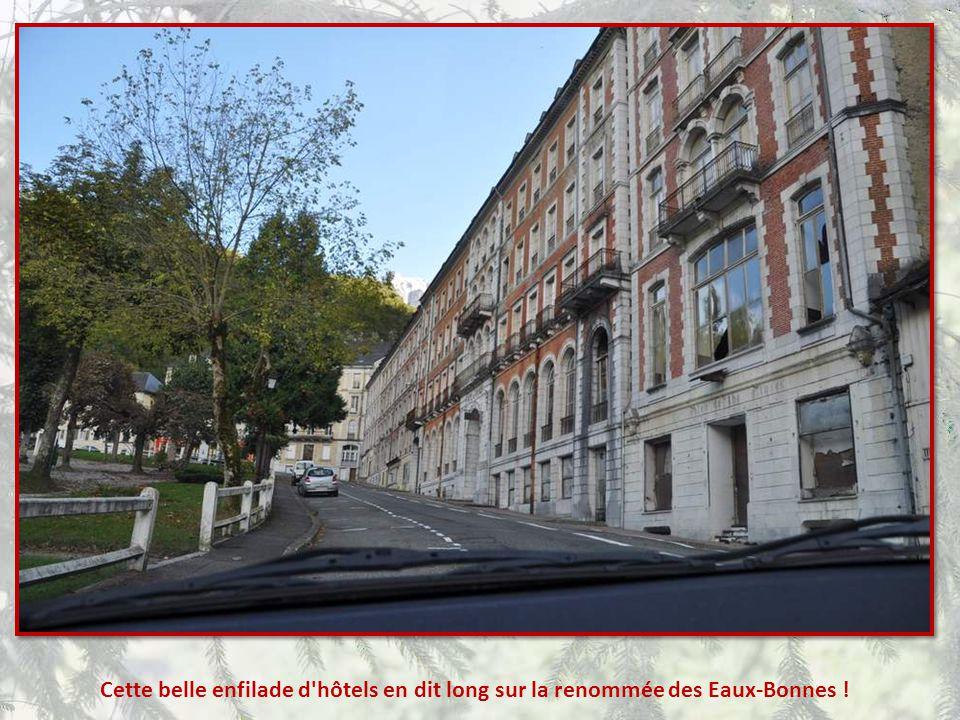 Cette belle enfilade d hôtels en dit long sur la renommée des Eaux-Bonnes !