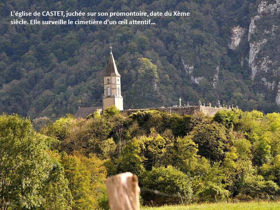 L église de CASTET, juchée sur son promontoire, date du Xème siècle