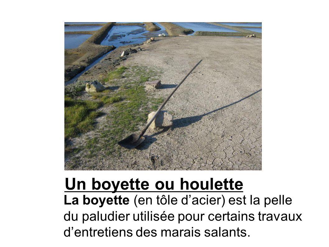 Un boyette ou houlette La boyette (en tôle d'acier) est la pelle du paludier utilisée pour certains travaux d'entretiens des marais salants.