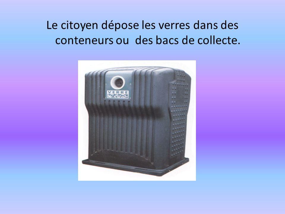 Le citoyen dépose les verres dans des conteneurs ou des bacs de collecte.