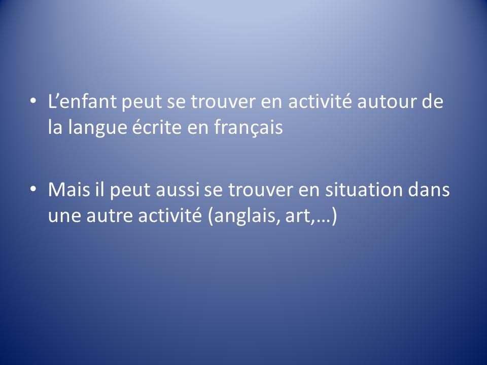 L'enfant peut se trouver en activité autour de la langue écrite en français