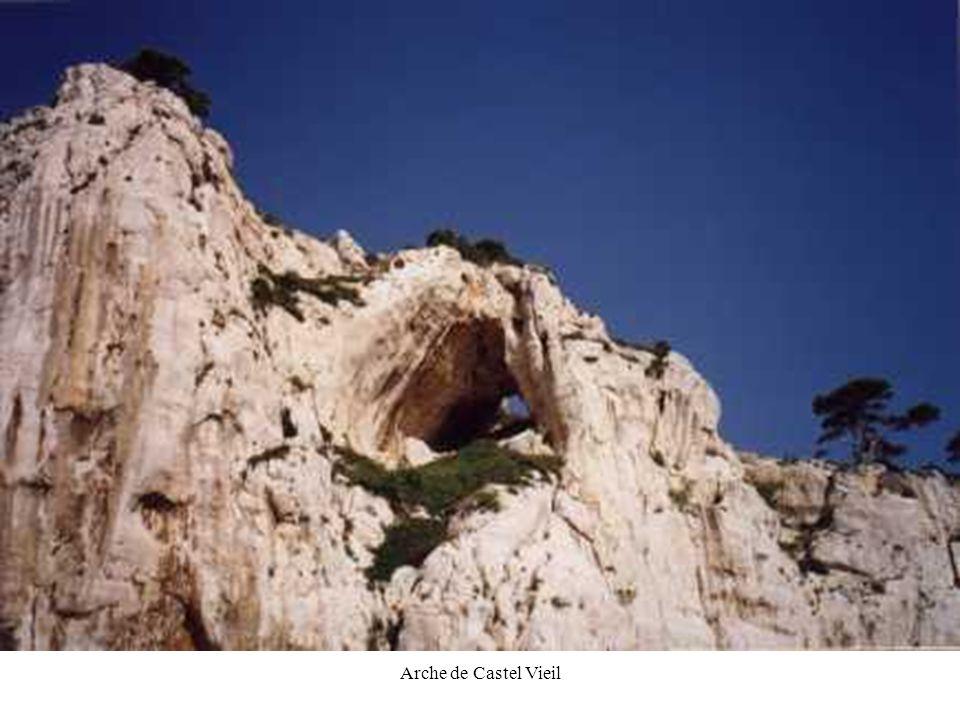 JPG44 Arche de Castel Vieil