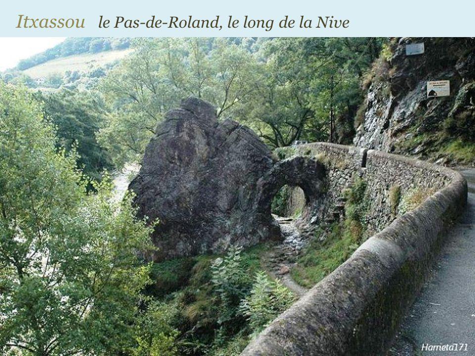 Itxassou le Pas-de-Roland, le long de la Nive
