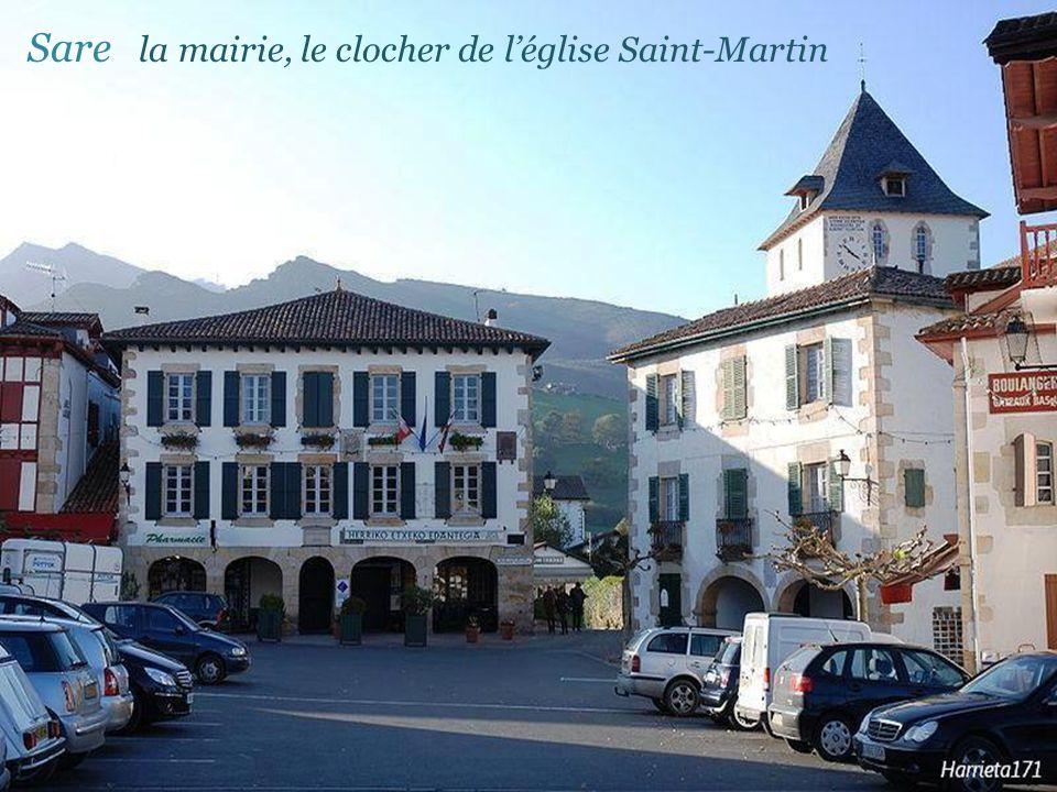 Sare la mairie, le clocher de l'église Saint-Martin