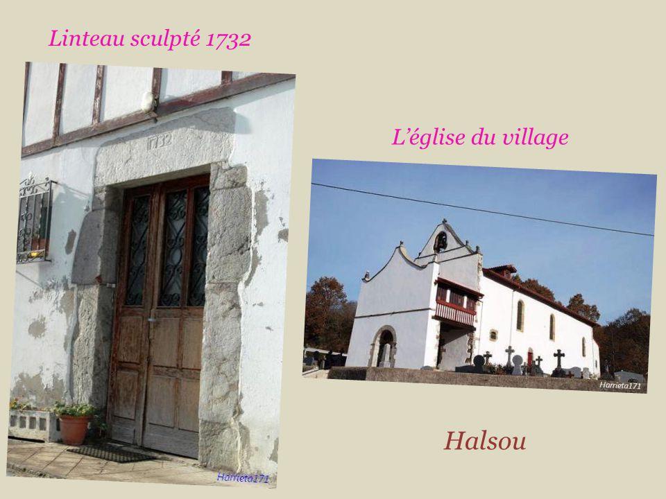 Linteau sculpté 1732 L'église du village Halsou