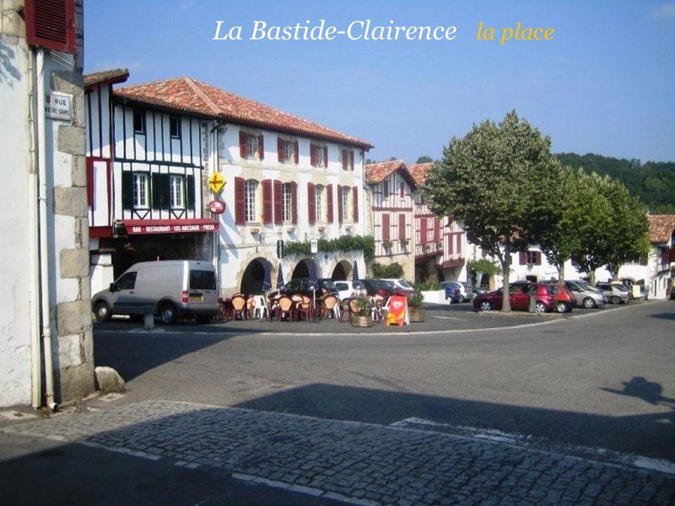 La Bastide-Clairence la place