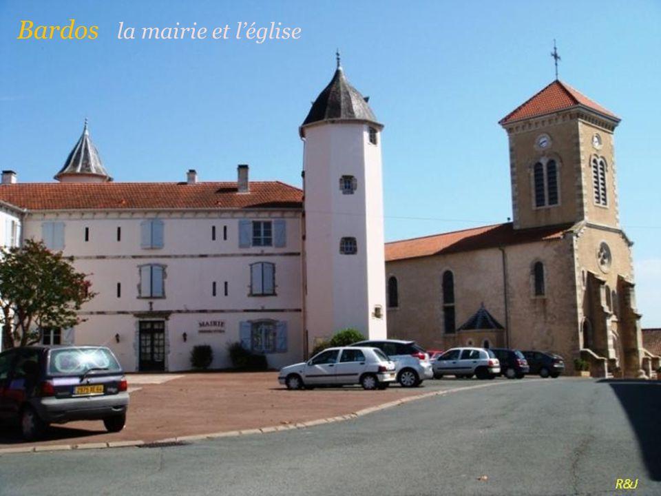 Bardos la mairie et l'église
