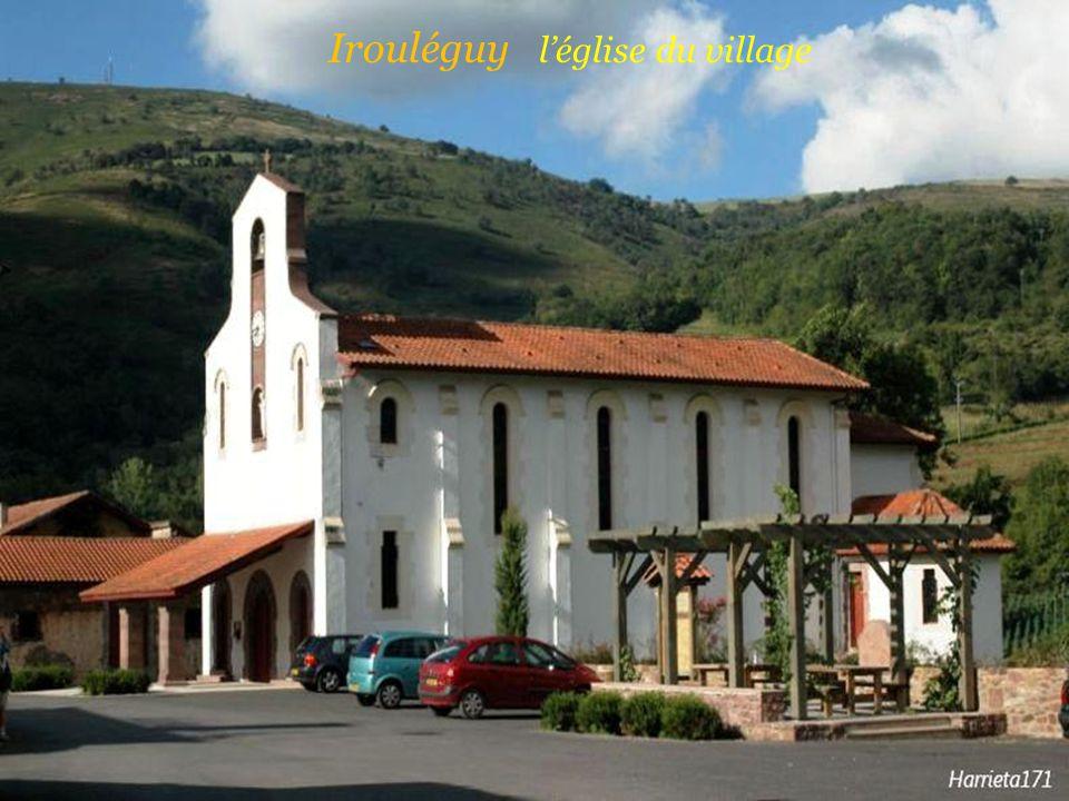 Irouléguy l'église du village