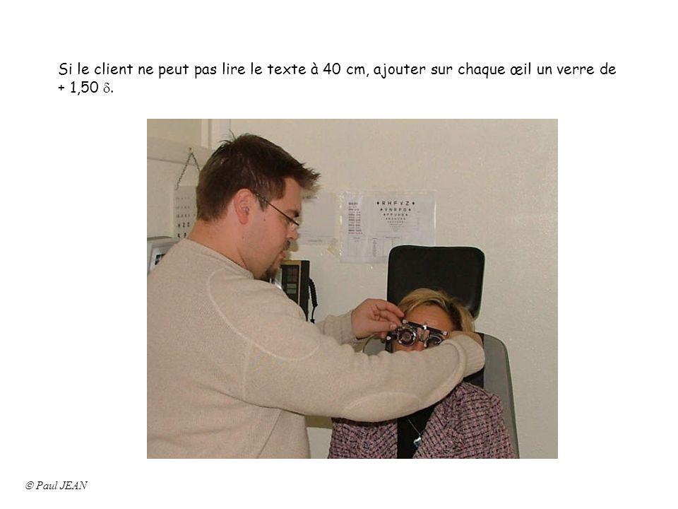 Si le client ne peut pas lire le texte à 40 cm, ajouter sur chaque œil un verre de + 1,50 d.