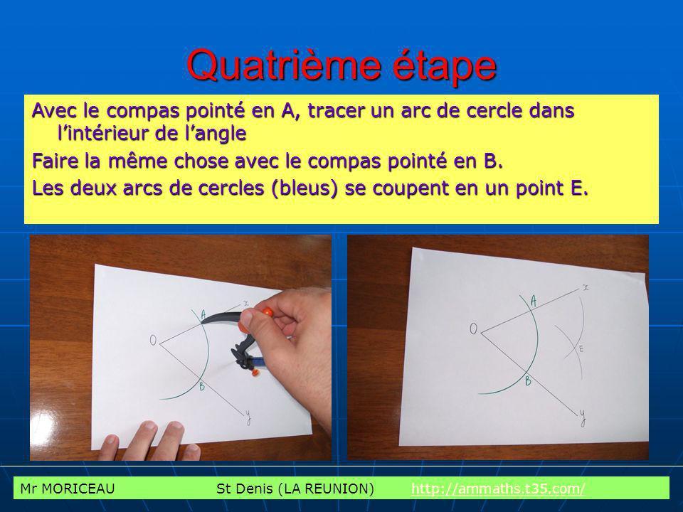 Quatrième étape Avec le compas pointé en A, tracer un arc de cercle dans l'intérieur de l'angle. Faire la même chose avec le compas pointé en B.