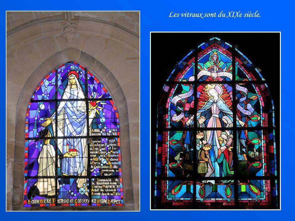 Les vitraux sont du XIXe siècle.