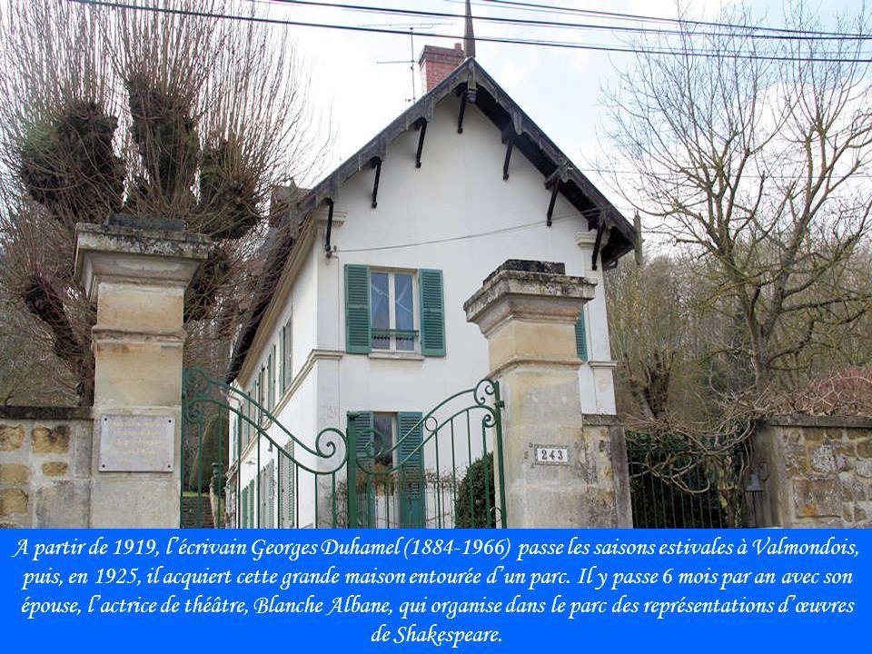 A partir de 1919, l'écrivain Georges Duhamel (1884-1966) passe les saisons estivales à Valmondois, puis, en 1925, il acquiert cette grande maison entourée d'un parc.