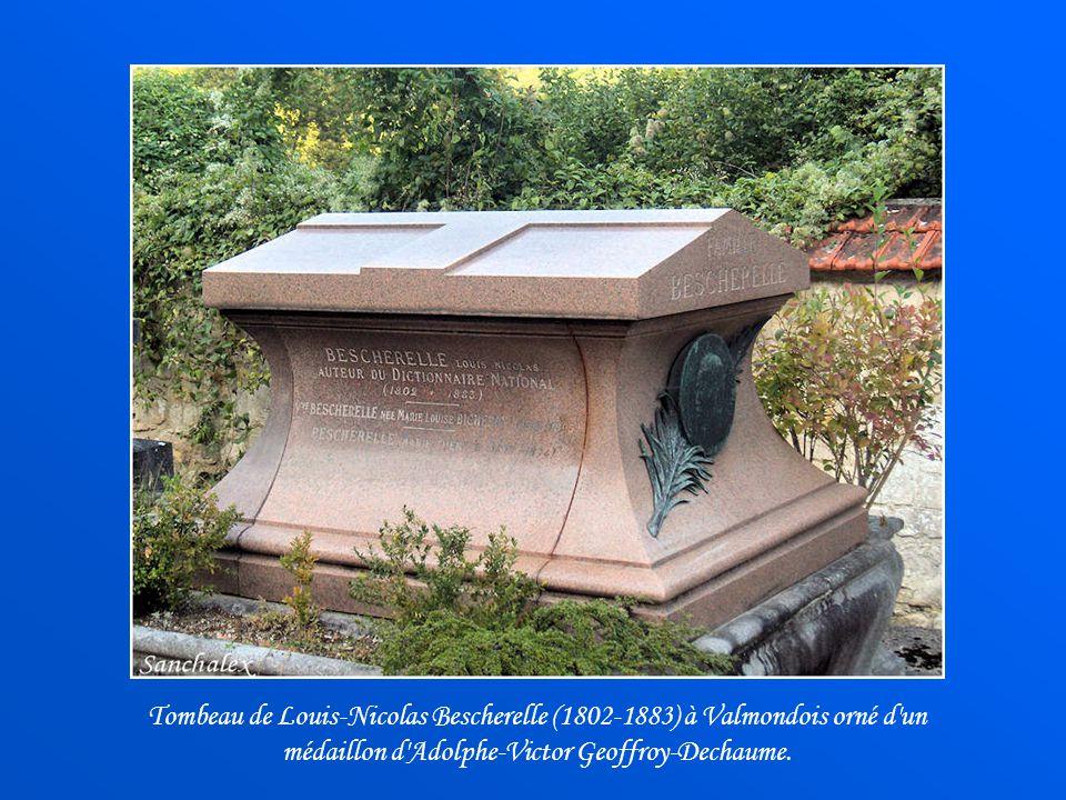 Tombeau de Louis-Nicolas Bescherelle (1802-1883) à Valmondois orné d un médaillon d Adolphe-Victor Geoffroy-Dechaume.