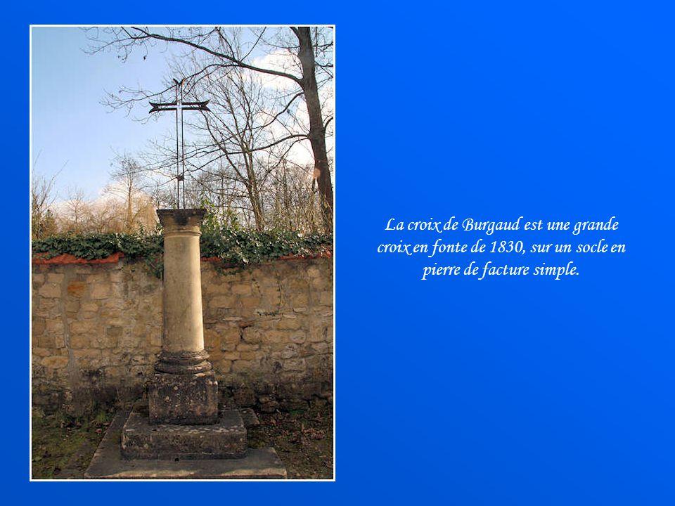 La croix de Burgaud est une grande croix en fonte de 1830, sur un socle en pierre de facture simple.