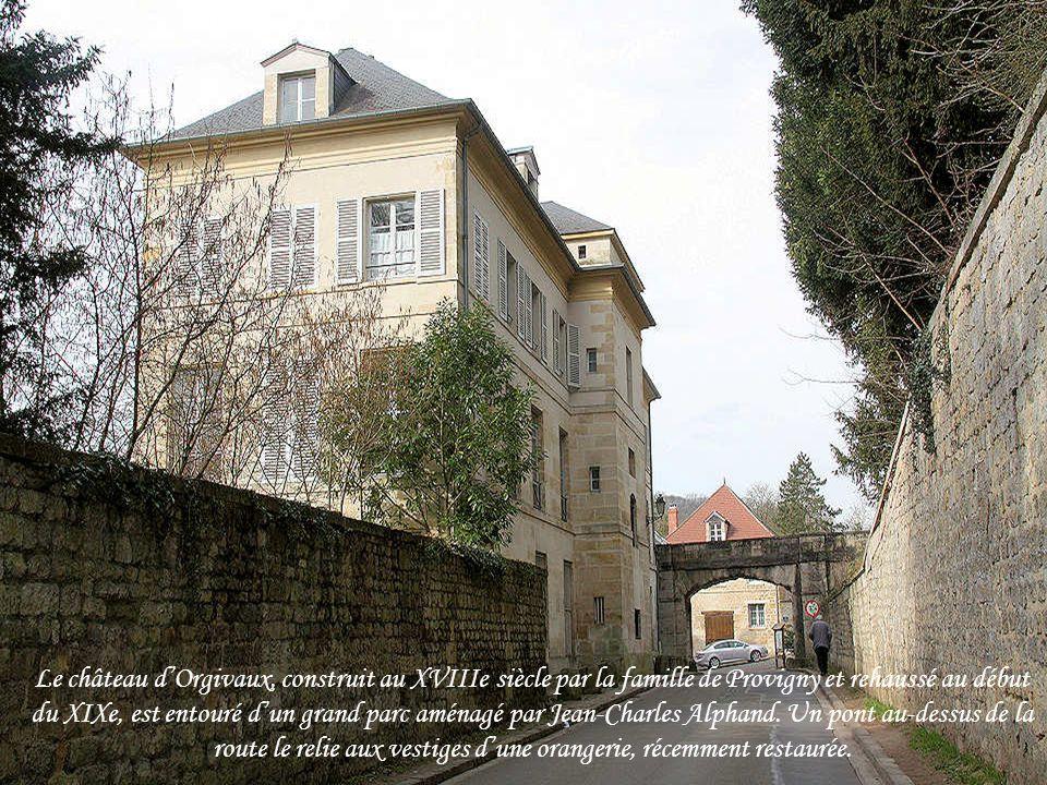 Le château d'Orgivaux, construit au XVIIIe siècle par la famille de Provigny et rehaussé au début du XIXe, est entouré d'un grand parc aménagé par Jean-Charles Alphand.