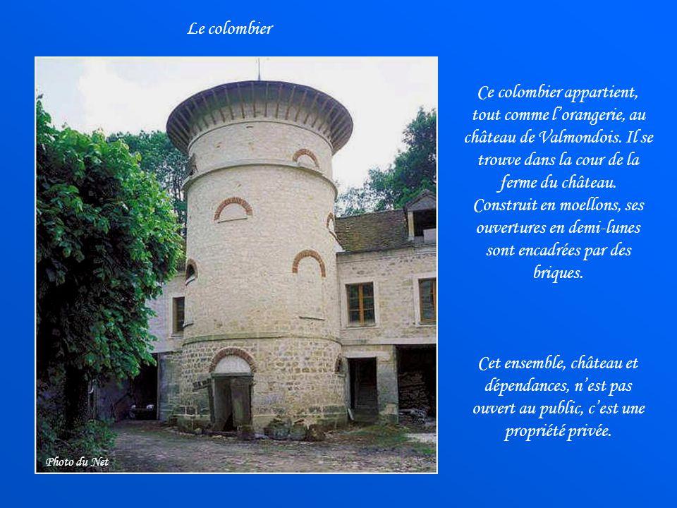 Le colombier Ce colombier appartient, tout comme l'orangerie, au château de Valmondois. Il se trouve dans la cour de la ferme du château.