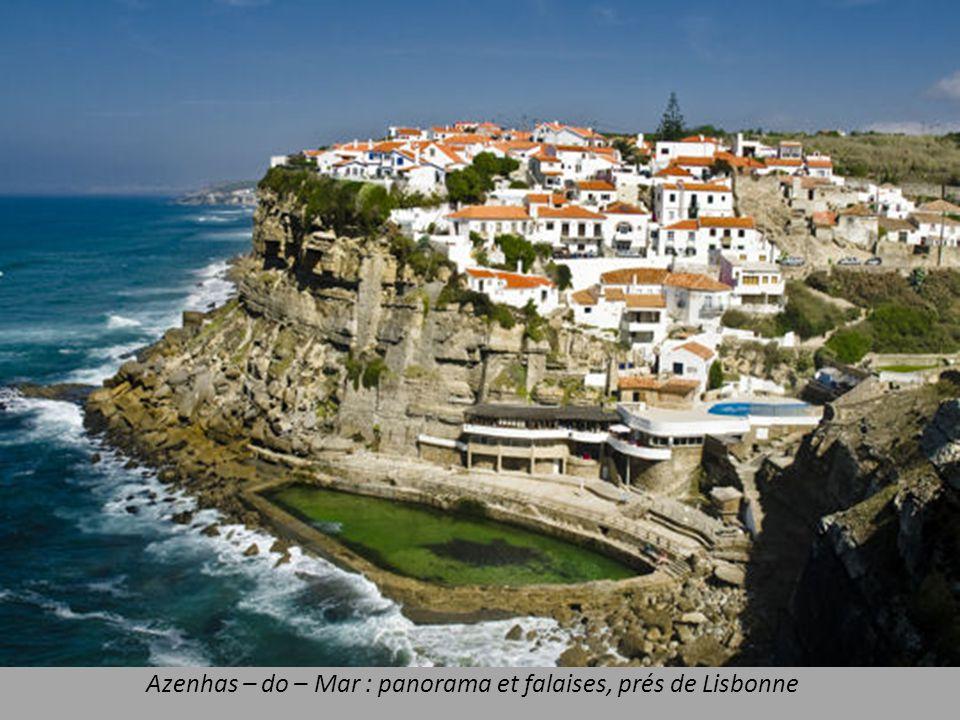 Azenhas – do – Mar : panorama et falaises, prés de Lisbonne