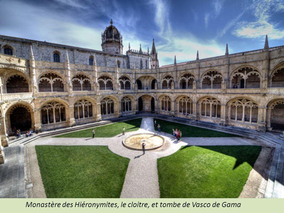 Monastère des Hiéronymites, le cloitre, et tombe de Vasco de Gama