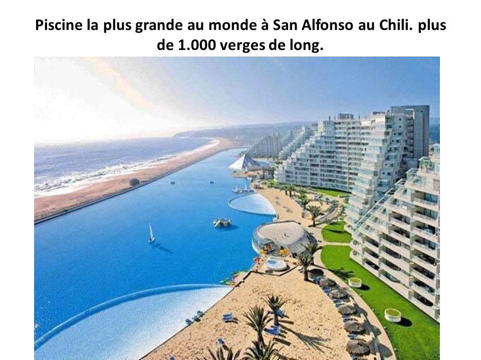 Piscine la plus grande au monde à San Alfonso au Chili. plus de 1