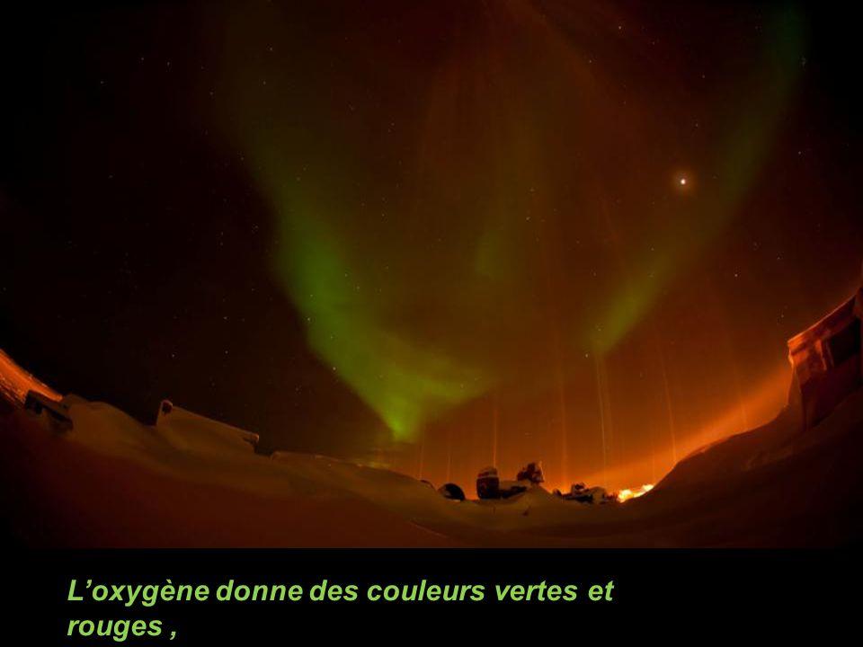L'oxygène donne des couleurs vertes et rouges ,