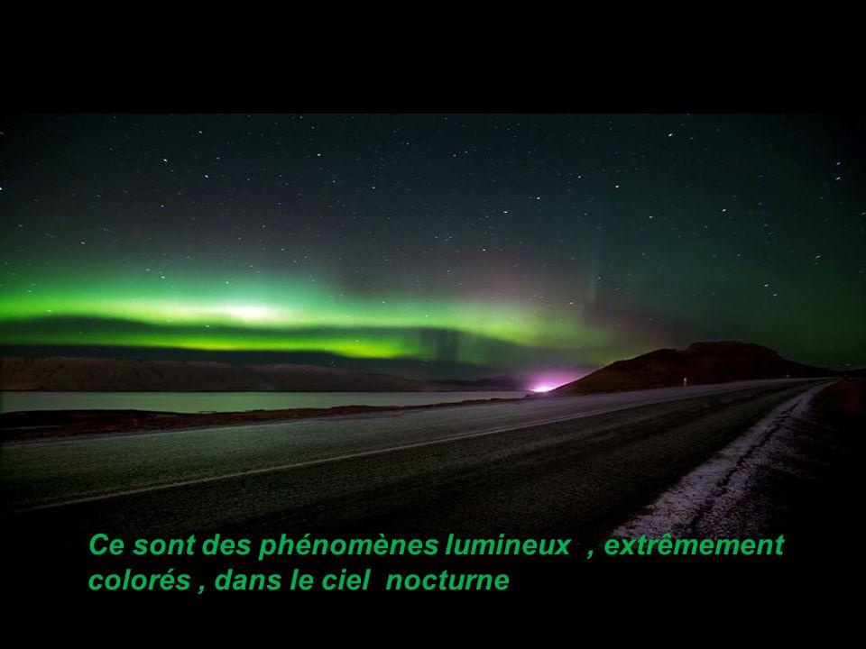 Ce sont des phénomènes lumineux , extrêmement colorés , dans le ciel nocturne