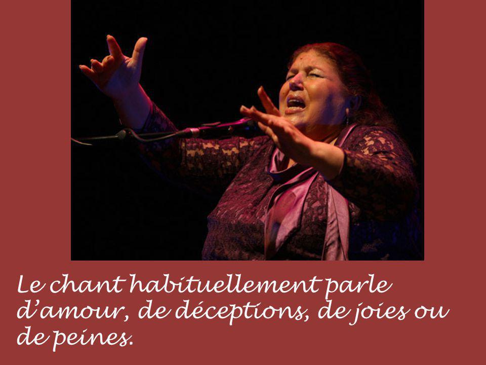 Le chant habituellement parle d'amour, de déceptions, de joies ou de peines.