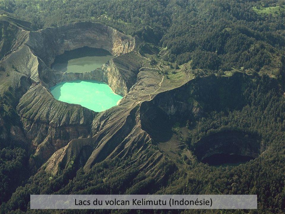 Lacs du volcan Kelimutu (Indonésie)