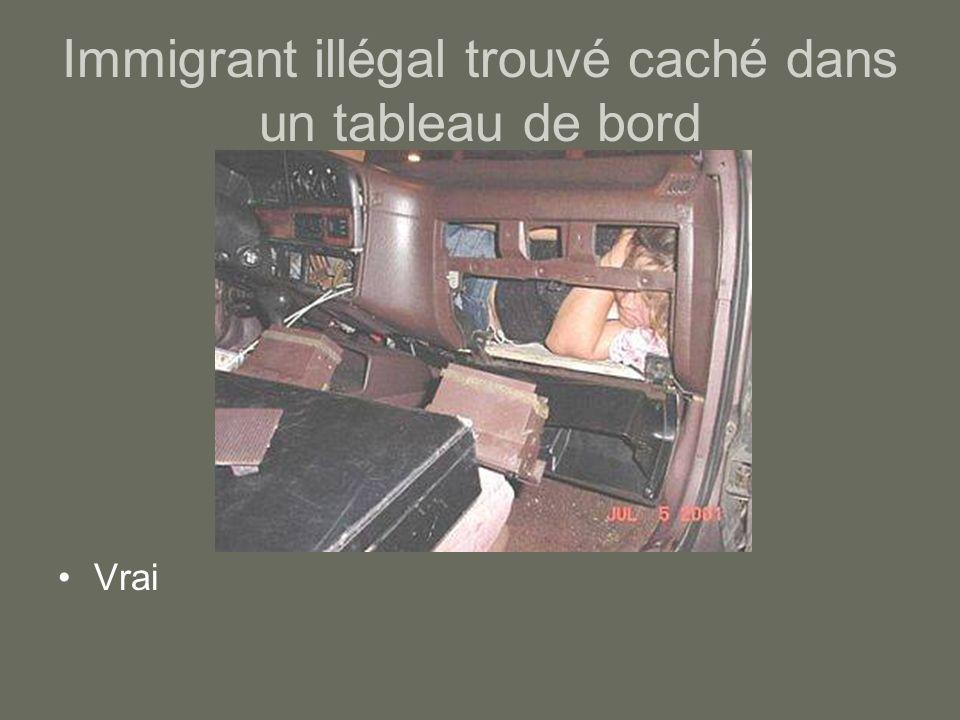 Immigrant illégal trouvé caché dans un tableau de bord