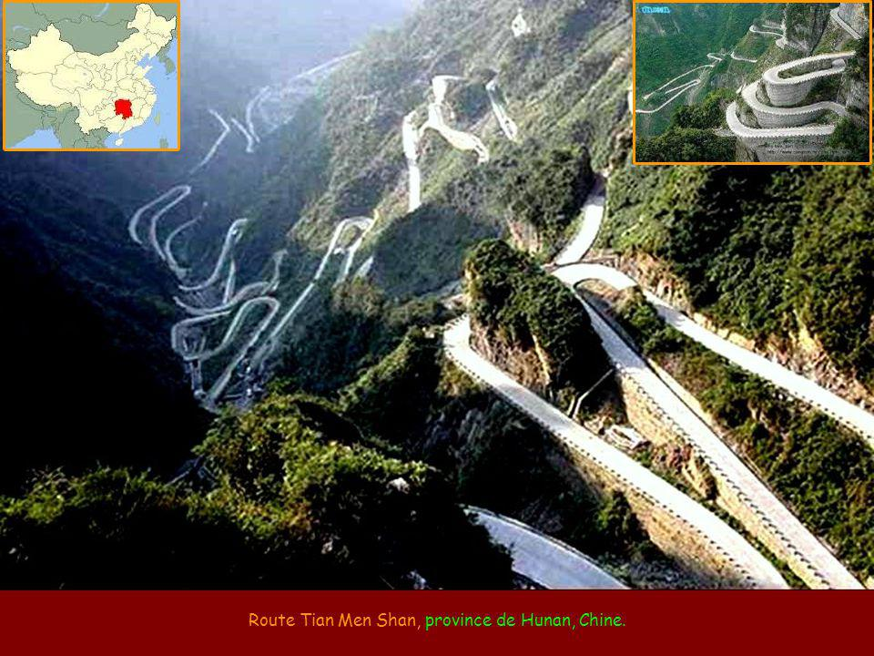 Route Tian Men Shan, province de Hunan, Chine.