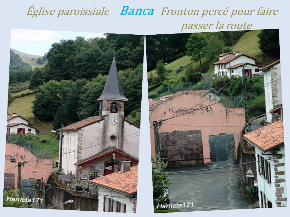 Église paroissiale Banca Fronton percé pour faire . passer la route
