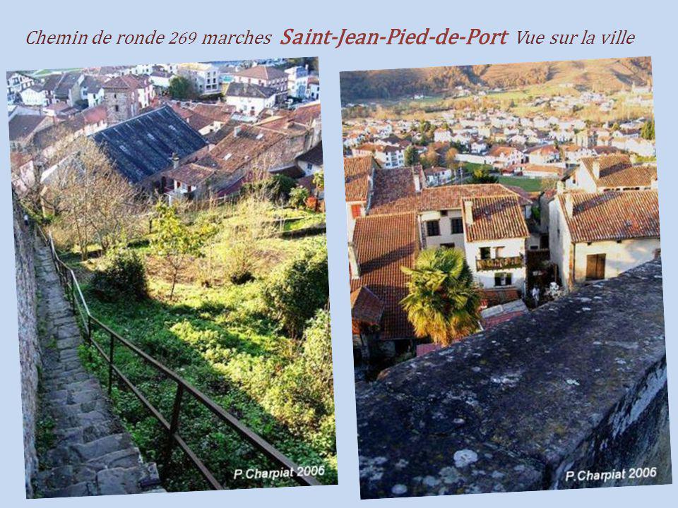 Chemin de ronde 269 marches Saint-Jean-Pied-de-Port Vue sur la ville