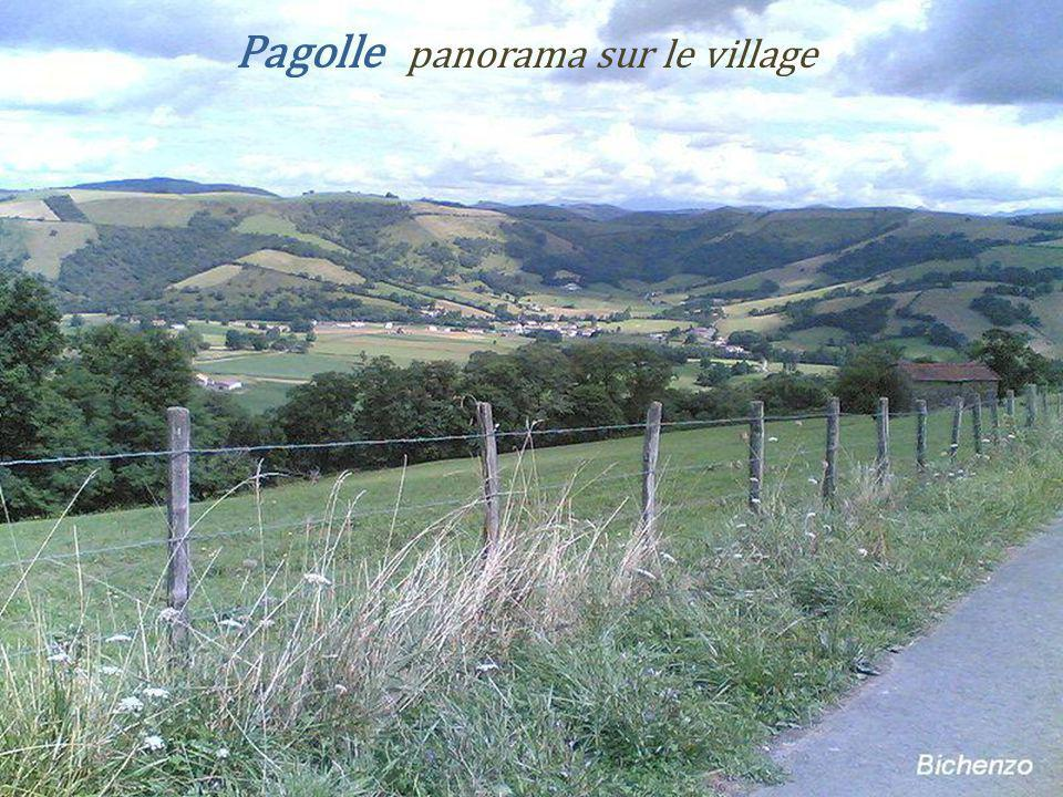 Pagolle panorama sur le village