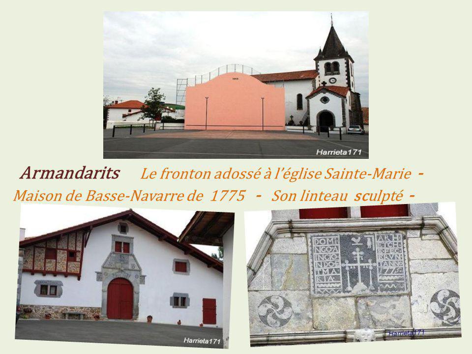 Armandarits Le fronton adossé à l'église Sainte-Marie - Maison de Basse-Navarre de 1775 - Son linteau sculpté -