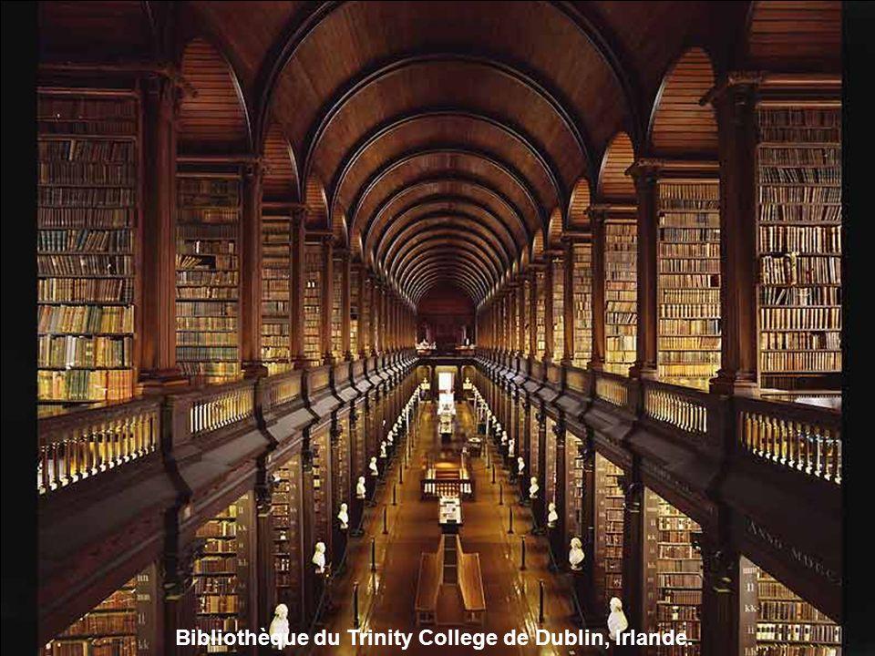 Bibliothèque du Trinity College de Dublin, Irlande.
