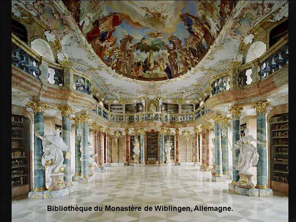 Bibliothèque du Monastère de Wiblingen, Allemagne.