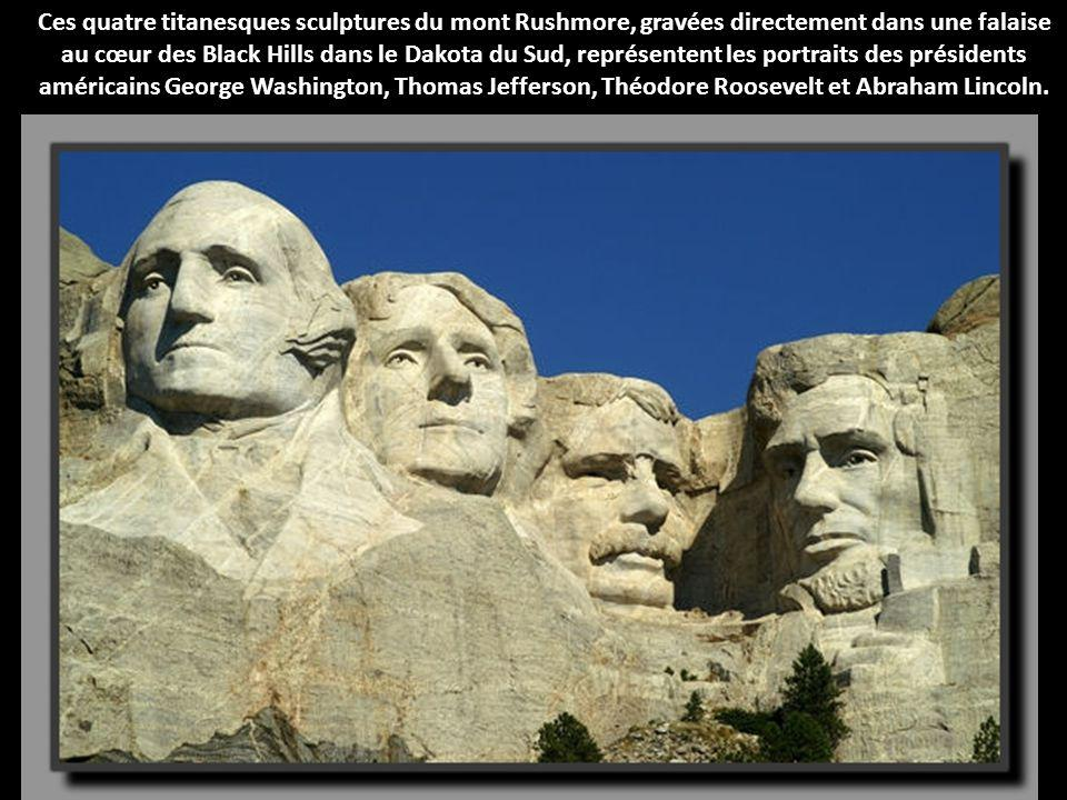 Ces quatre titanesques sculptures du mont Rushmore, gravées directement dans une falaise au cœur des Black Hills dans le Dakota du Sud, représentent les portraits des présidents américains George Washington, Thomas Jefferson, Théodore Roosevelt et Abraham Lincoln.