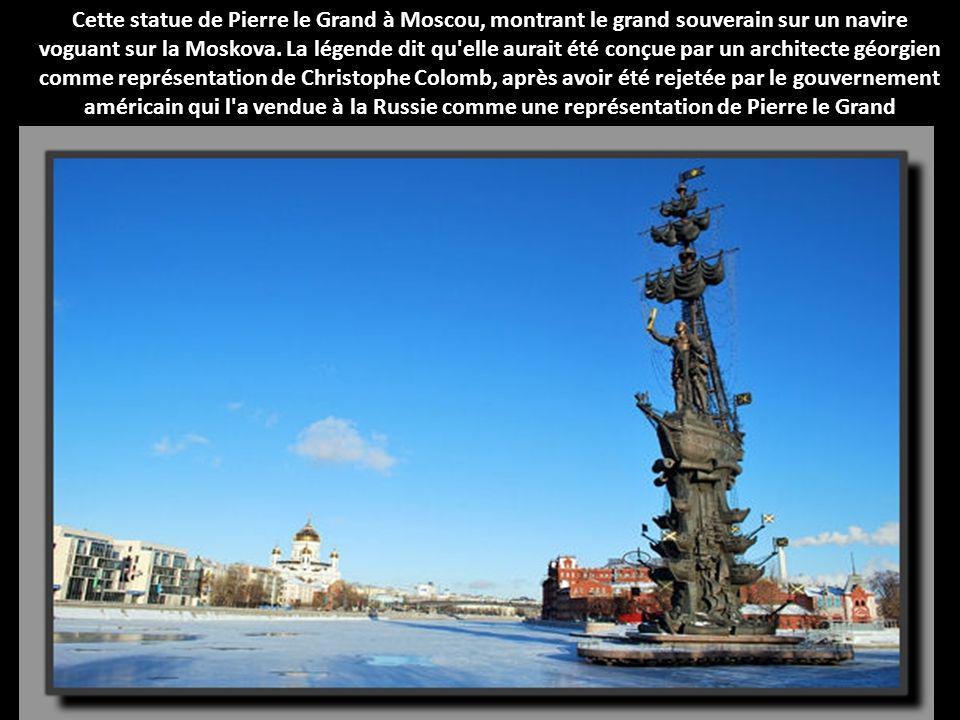 Cette statue de Pierre le Grand à Moscou, montrant le grand souverain sur un navire