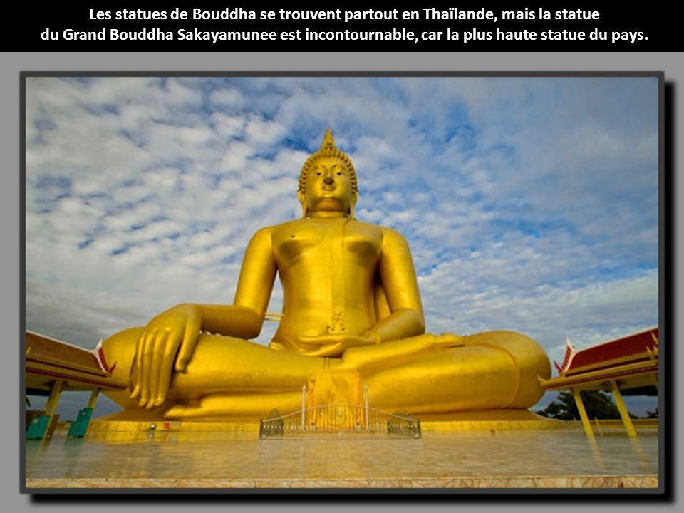 Les statues de Bouddha se trouvent partout en Thaïlande, mais la statue