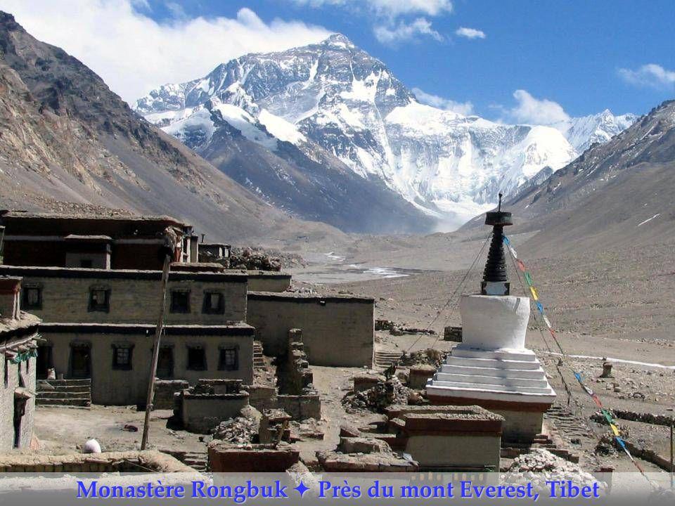 Monastère Rongbuk  Près du mont Everest, Tibet