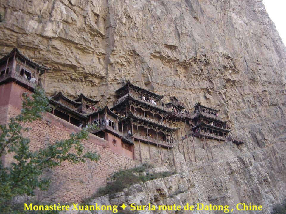 Monastère Xuankong  Sur la route de Datong , Chine