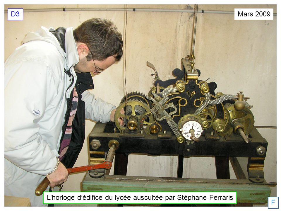L'horloge d'édifice du lycée auscultée par Stéphane Ferraris