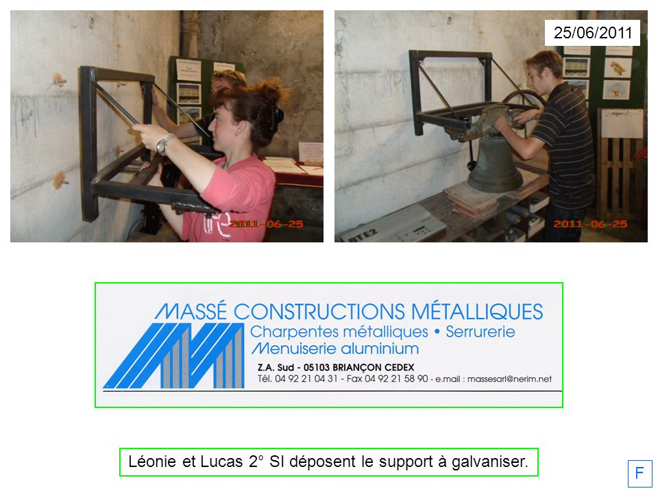 Léonie et Lucas 2° SI déposent le support à galvaniser.