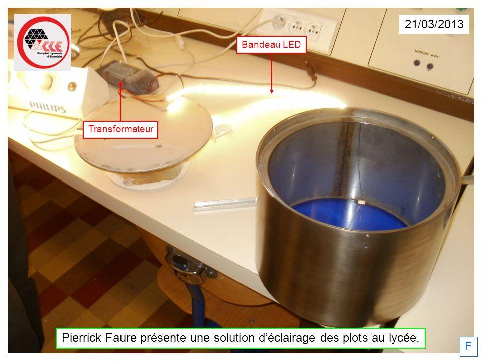 Pierrick Faure présente une solution d'éclairage des plots au lycée.