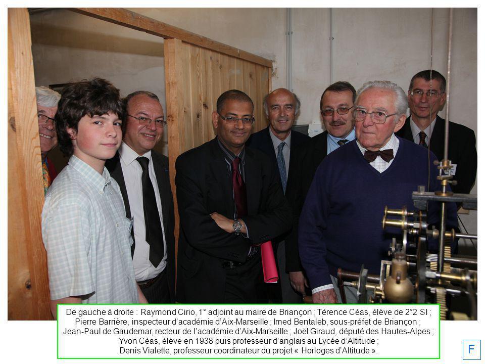 De gauche à droite : Raymond Cirio, 1° adjoint au maire de Briançon ; Térence Céas, élève de 2°2 SI ;