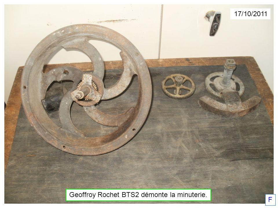 Geoffroy Rochet BTS2 démonte la minuterie.