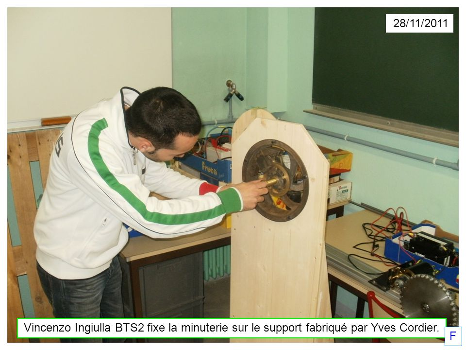28/11/2011 Vincenzo Ingiulla BTS2 fixe la minuterie sur le support fabriqué par Yves Cordier. F