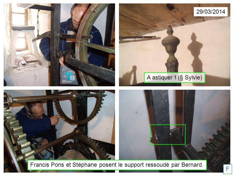 Francis Pons et Stéphane posent le support ressoudé par Bernard.