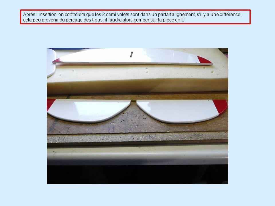 Après l'insertion, on contrôlera que les 2 demi volets sont dans un parfait alignement, s'il y a une différence, cela peu provenir du perçage des trous, il faudra alors corriger sur la pièce en U