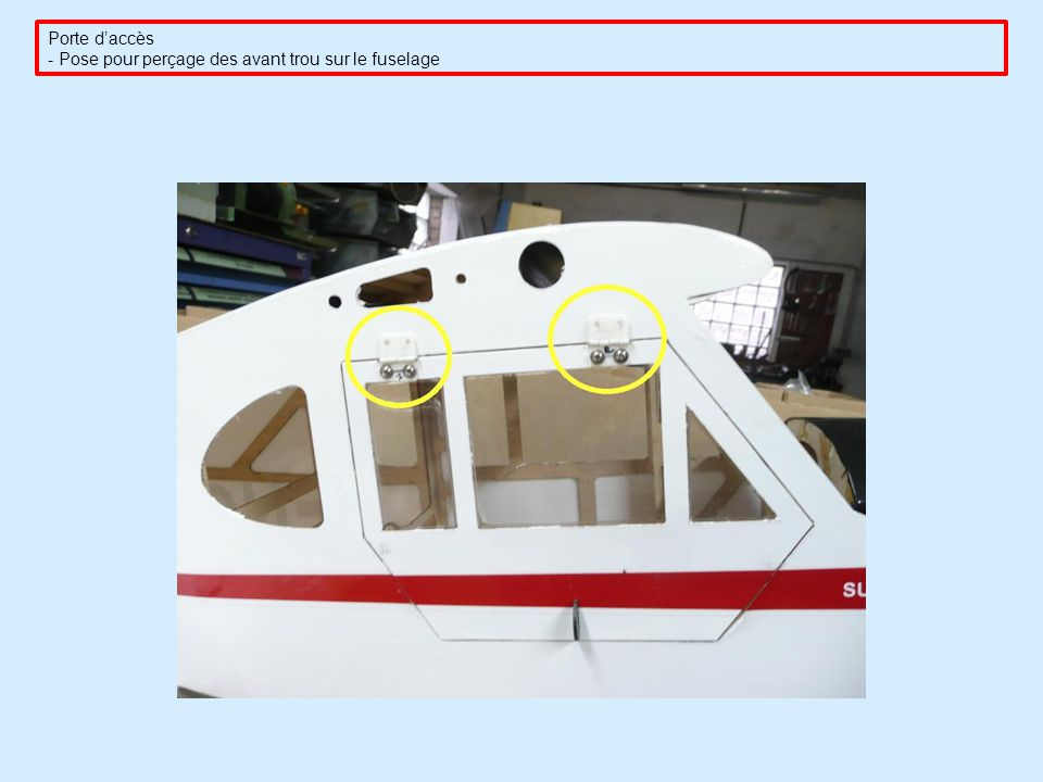 Porte d'accès - Pose pour perçage des avant trou sur le fuselage